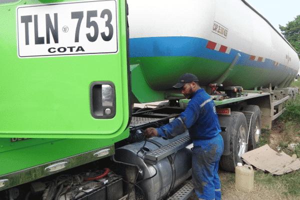 Instalando Sistema de Control de Combustible para Camiones que Transportan GLP